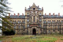 Neogotycki szpital z XIX wieku, Mokrzeszów