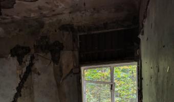 Opuszczony dom z basenem