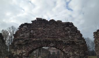 Ruiny zakładu wielkopiecowego