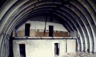 Opuszczone lotnisko w krzywej, osła