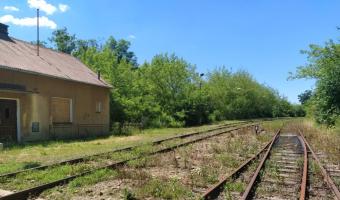 Przystanek kolejowy w Klęczanach,