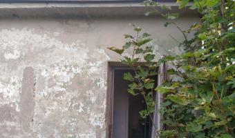 Budynek nastawni w Dobrej koło Limanowej,