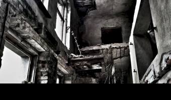 Pałac samobójców, glinka