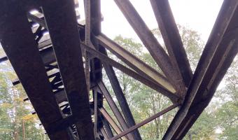 Zabytkowy most kolejowy na Gwdzie,